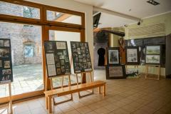002a-Wystawa-z-zeszłorocznego-pleneru-w-Dębowcu-eksponowana-w-Górkach-Wielkich